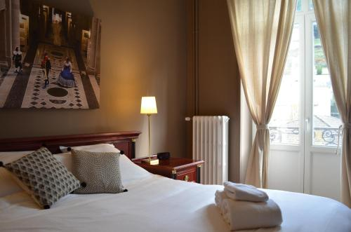 Un ou plusieurs lits dans un hébergement de l'établissement L'Empereur, sa Femme et le petit Prince