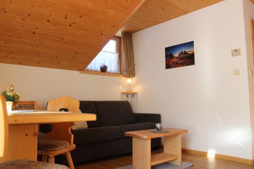 A seating area at Haus Waldruhe
