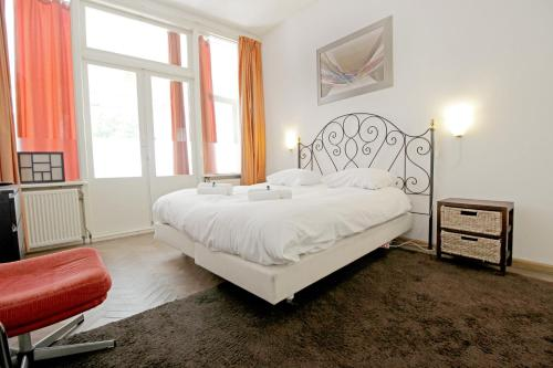 A bed or beds in a room at Spacious garden apartment Jordaan