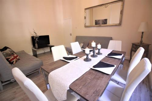 Hyde Park Holiday Home for 12 people