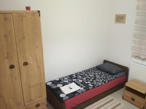 Łóżko lub łóżka w pokoju w obiekcie Apartament Scorpion Modlin