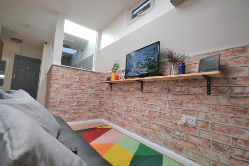 Brick Lane Rooms IV