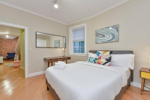 One Bedroom Apt in prestigious Beacon Hill