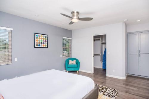 A bed or beds in a room at Three-Bedroom SD Home