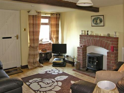 A television and/or entertainment center at Wild Bryony Cottage