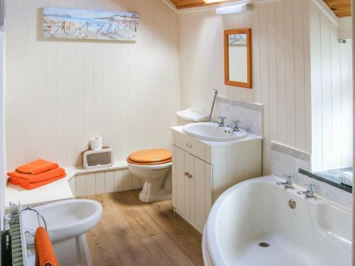 A bathroom at Gloucester House