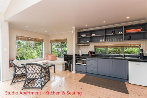 A kitchen or kitchenette at Bay of Islands Holiday Apartments