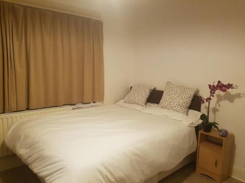 Uxbridge Double Bed
