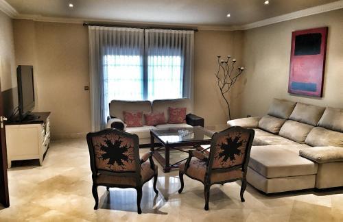 A seating area at Villa Lola Sevilla