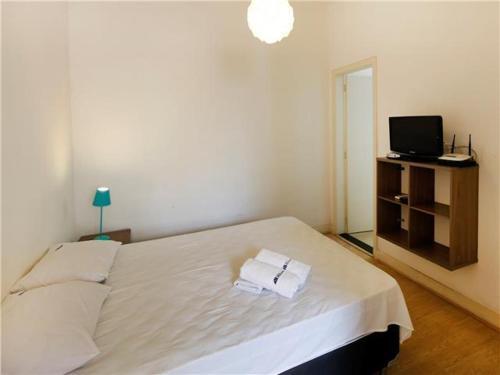 A bed or beds in a room at Excelente estúdio p/ 4 a 100m da Praia de Copa