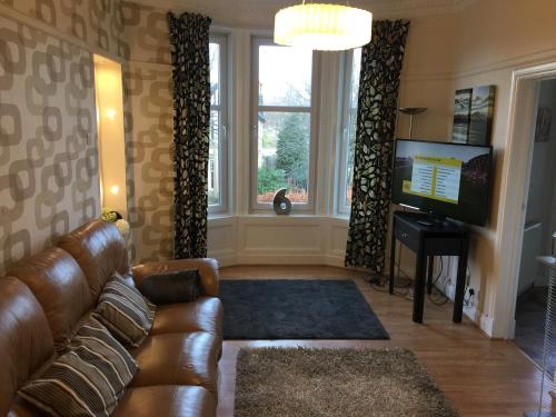 A seating area at Scotstoun 1 Bed Flat