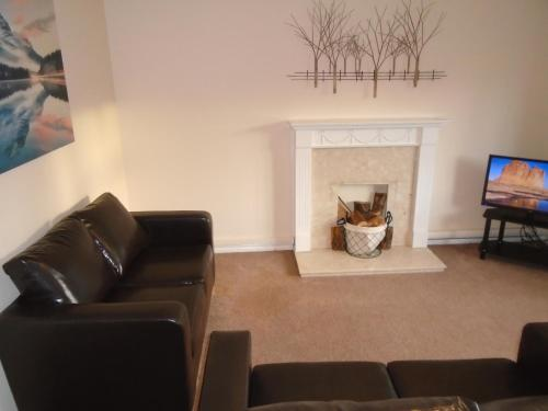 A seating area at Clydebank Apartment