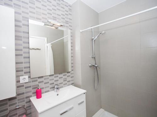 A bathroom at Apartment Verdura