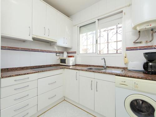 A kitchen or kitchenette at Holiday Home Bungalow Los Corales