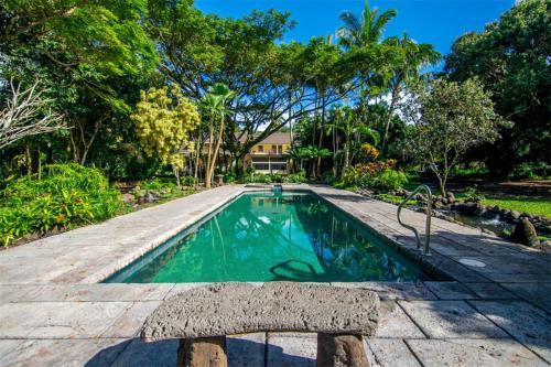 Tropical Hawaiian Villa