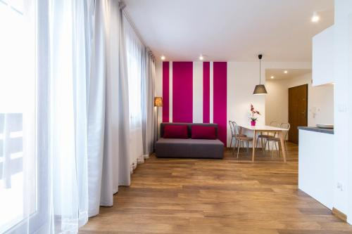 A seating area at udanypobyt Apartament Skocznia