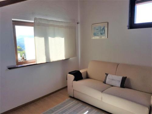 A seating area at Collinetta di Montagnola