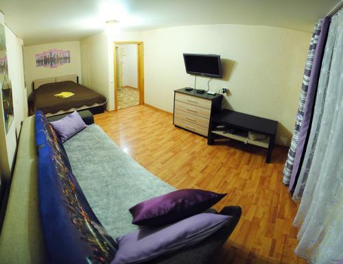 Телевизор и/или развлекательный центр в Апартаменты на Чапаева 13