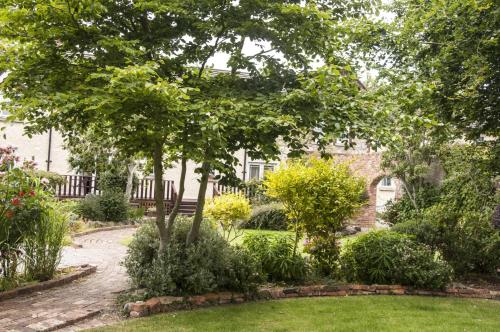 A garden outside Courtyard Holiday Cottages