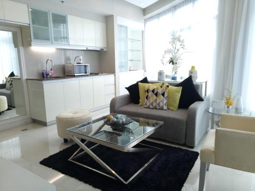 A seating area at Sally's Place at Eastwood Le Grand 3