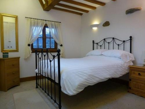 A bed or beds in a room at Swallows Barn, Howtown