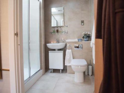 Ein Badezimmer in der Unterkunft Coleridge, Bridgwater
