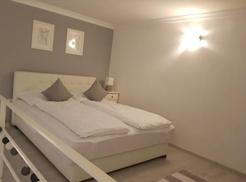 A bed or beds in a room at Little Luxury Apartment