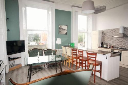 A kitchen or kitchenette at The Heart of Dublin