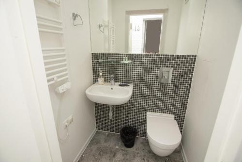 A bathroom at Art Studio 2