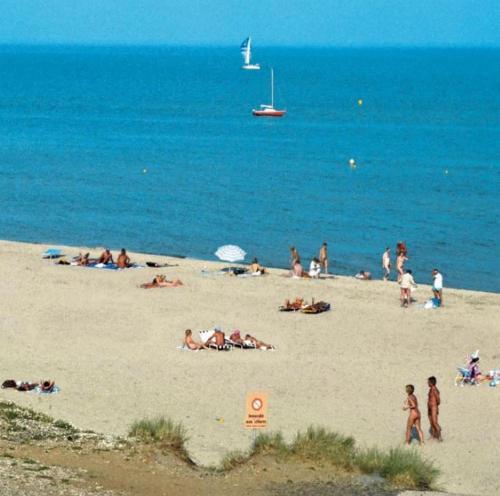 Nude beach l-4373