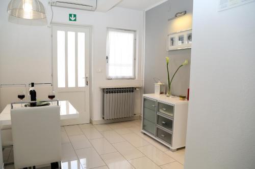 Dapur atau dapur kecil di Apartments Viskovic Margita