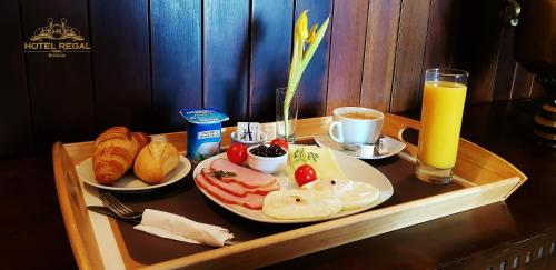Breakfast options available to guests at Hotel Regal Sinaia