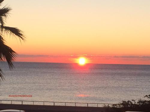 O nascer ou o pôr do sol visto a partir do apartamento