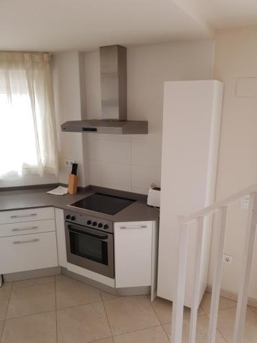 Een keuken of kitchenette bij Realrent Jardines de Viveros