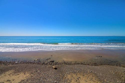 Coolest Little Oceanfront Beach House In Malibu