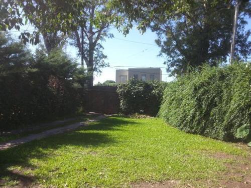 A garden outside Casa en Fisherton
