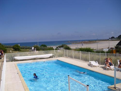 The swimming pool at or near Résidence Les Terrasses de Trestel