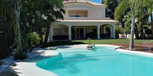 Villa Blanco 6 beds