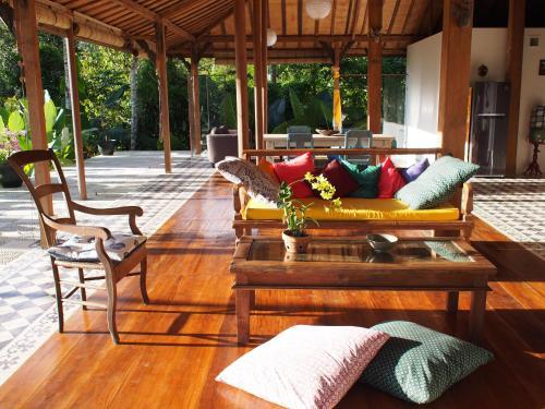 A seating area at Villa Loti