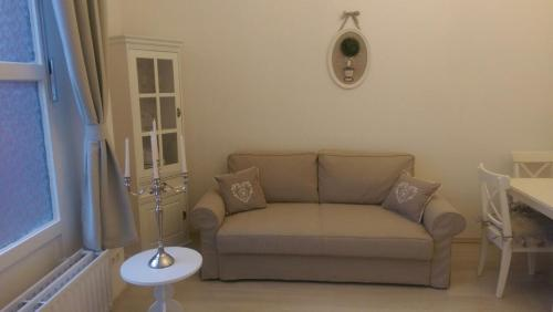 A seating area at Romantic Style Apartment Berlin Mitte