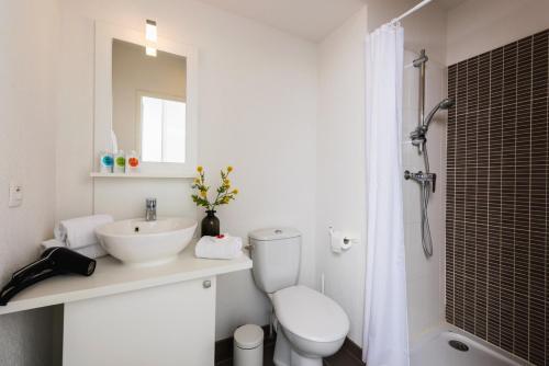 Salle de bains dans l'établissement Ténéo Apparthotel Bordeaux Maritime
