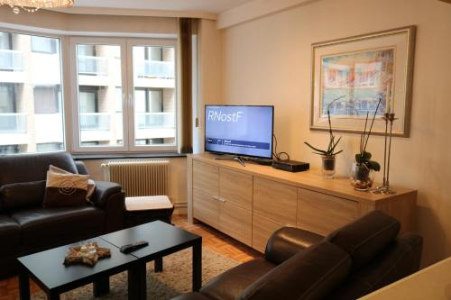 A television and/or entertainment center at prettig verblijf