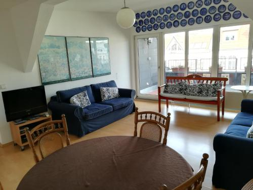 A seating area at Ansbacher unterm Dach