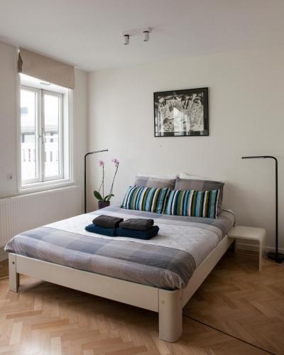 Ein Bett oder Betten in einem Zimmer der Unterkunft Kuwadro B&B Amsterdam Centrum