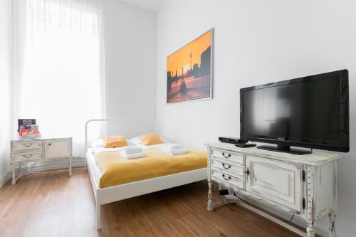 A bed or beds in a room at City Studio Apartment in Friedrichshain