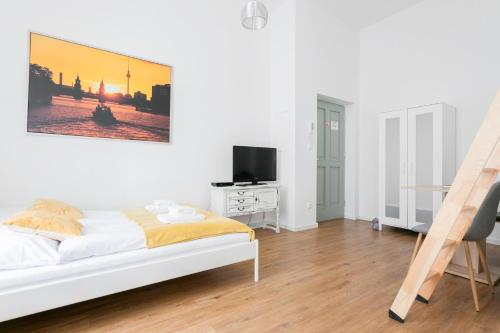 A television and/or entertainment center at City Studio Apartment in Friedrichshain