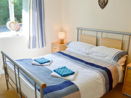 A bed or beds in a room at Acorns
