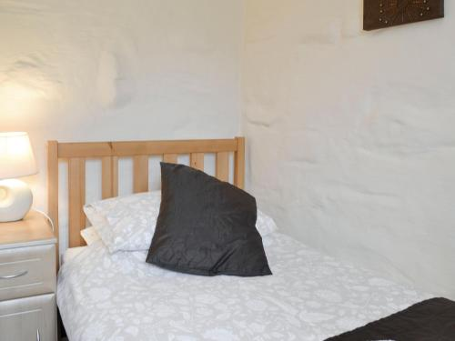 A bed or beds in a room at Oak Barn