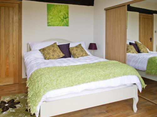 A bed or beds in a room at Pendle View