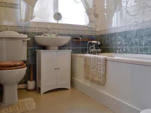 A bathroom at Brierley